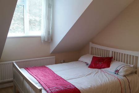 Double room,easy access to Cardiff - Brynsadler