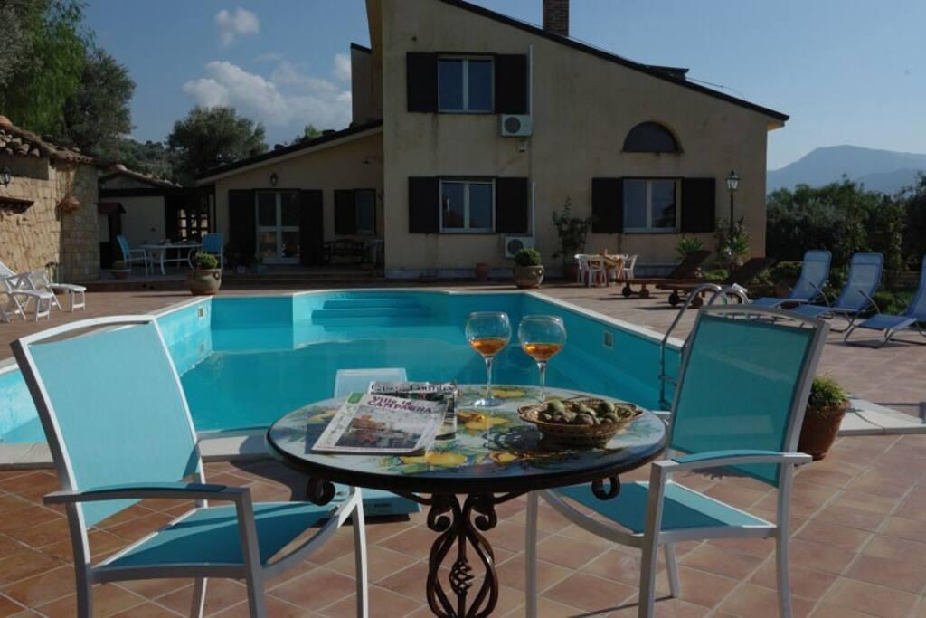 Villa catarina pettineo con piscina villas for rent in - Villa con piscina sicilia ...