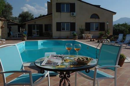 Villa Catarina Pettineo con piscina - Pettineo - วิลล่า