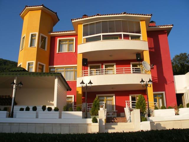 MUHTEŞEM DOĞA İÇİNDE 8+2 VİLLA - Yağcıhüseyin Köyü - Villa