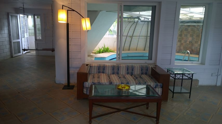 Quiet sunny house with private pool - Bangalore - Huis