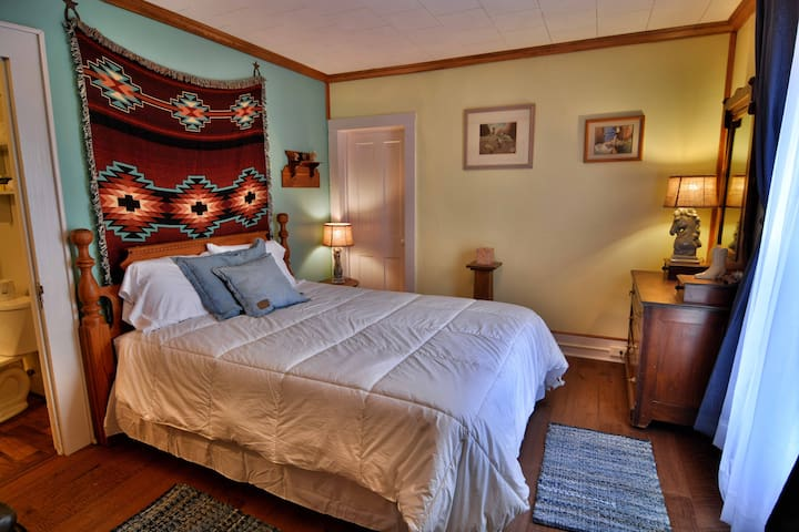 #3 Queen Bed with Private Half Bath, WIFI