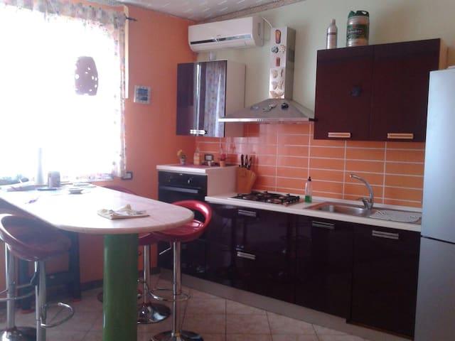 Dolce casa singola su due livelli - Regalbuto - Дом