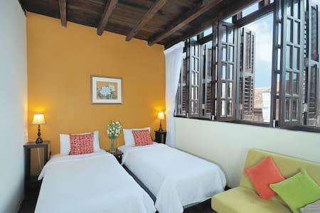 Carnarvon Room @ Carnarvon House - George Town - Bed & Breakfast