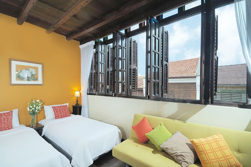 Carnarvon Room (2 single beds for 2 pax)