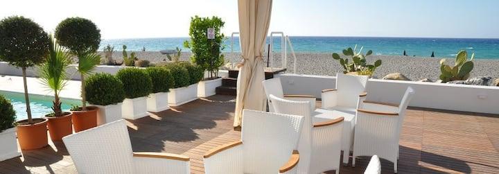 Beach-side with pool- Vulcano A apt