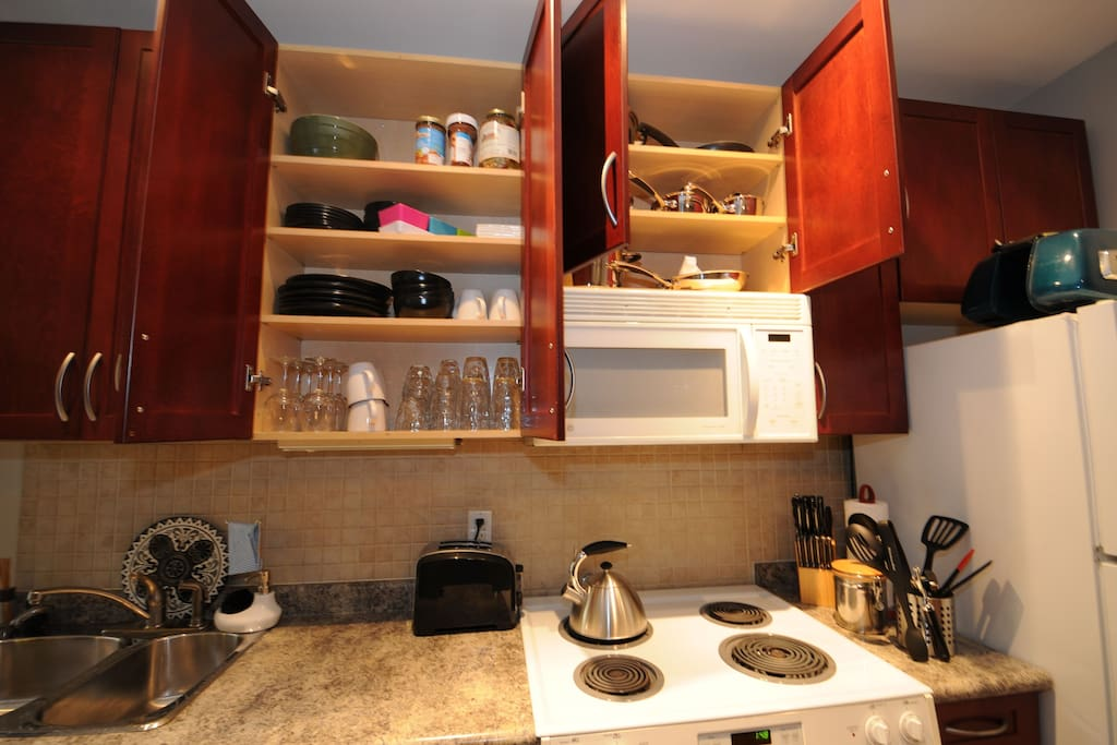 fully equipped kitchen cupboards