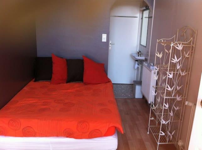 Chambre et cuisine en plein centre - Charleville-Mézières - Apartment
