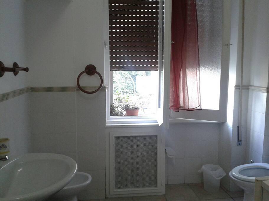 Parioli deliziosa stanza con bagno pernottamento e - Stanza con bagno privato roma ...