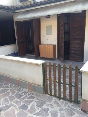 Accogliente appartamento in Villa - Castel di Decima - Departamento