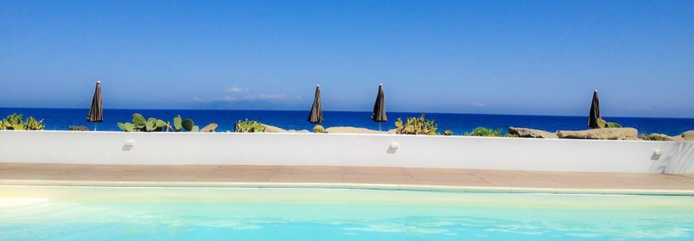 Beach-side with pool-Panarea B apt. - Terme Vigliatore - Apartment