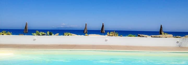Beach-side with pool-Panarea B apt.