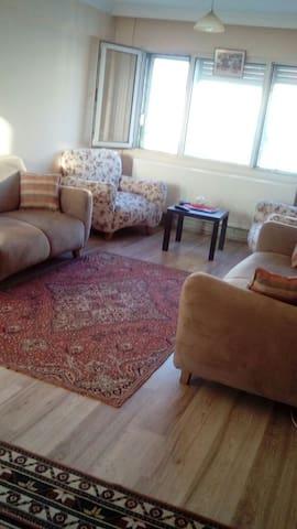 Modern bir daireden samimi bir oda - konak konak - Apartment