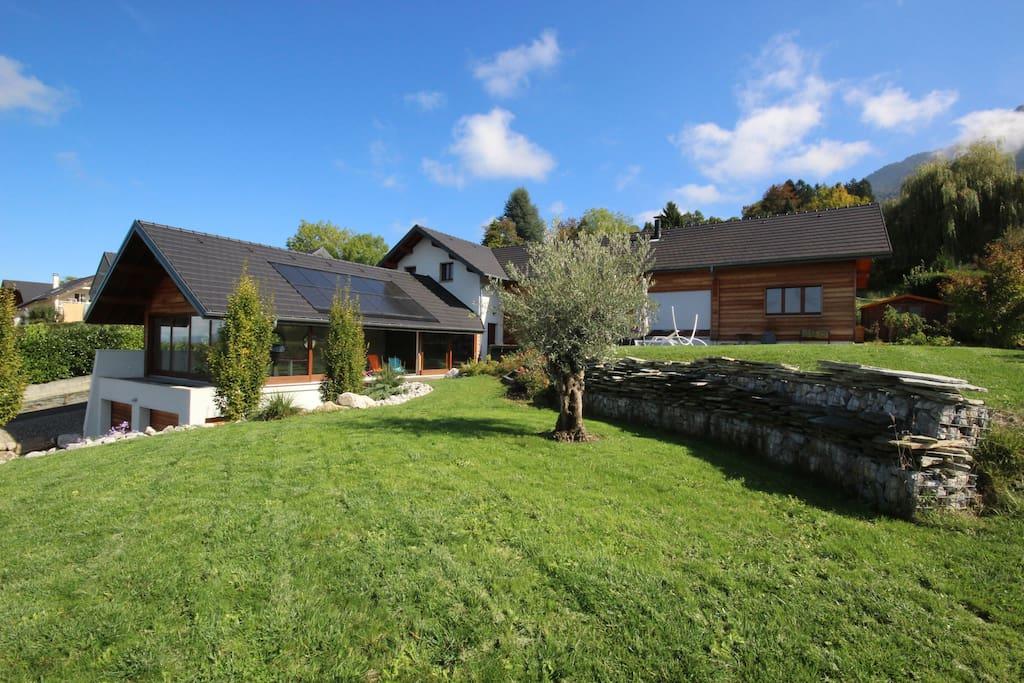 Maison d 39 architecte avec vue lac maisons louer pugny for Architecte rhone