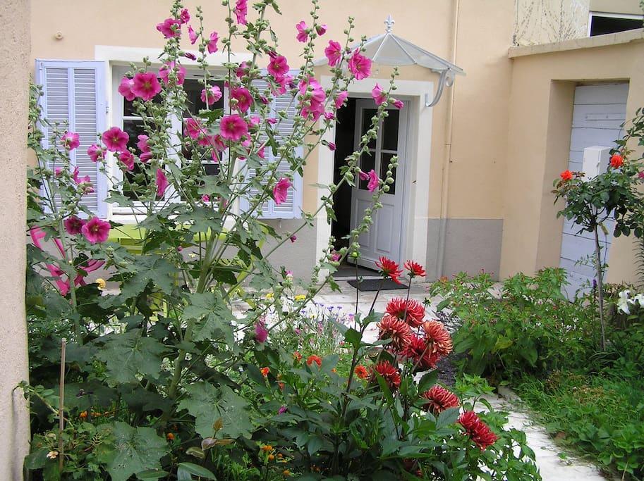Le jardin croix roussien lyon centre class 3 for Jardin google translate