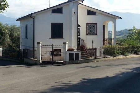 Accogliente villetta vicino roma - Forano