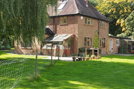 Gatwick 5 minutes -Country house - Casa