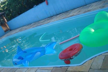 Sitio com piscina em Guararema - Guararema