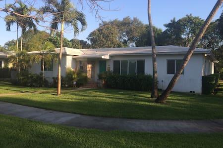 Charming Home Close to Everything! - Miami Shores - Dom