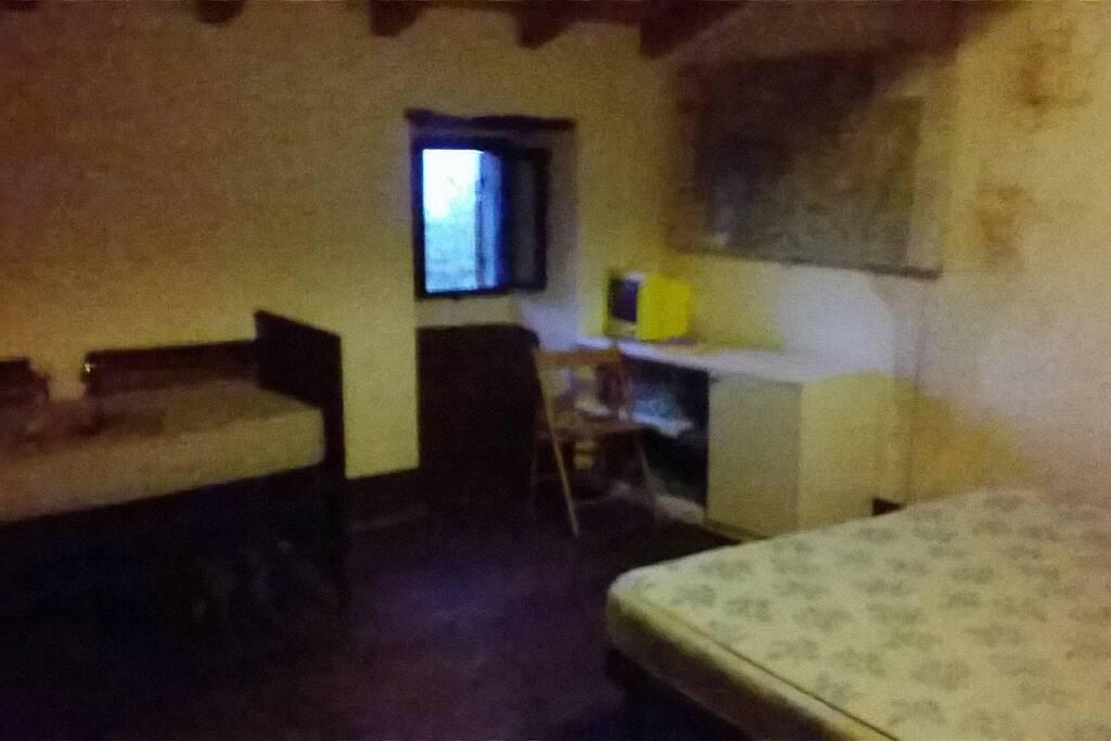 camera con letto mtrimoniale, letto singolo ed eventuale altro singolo
