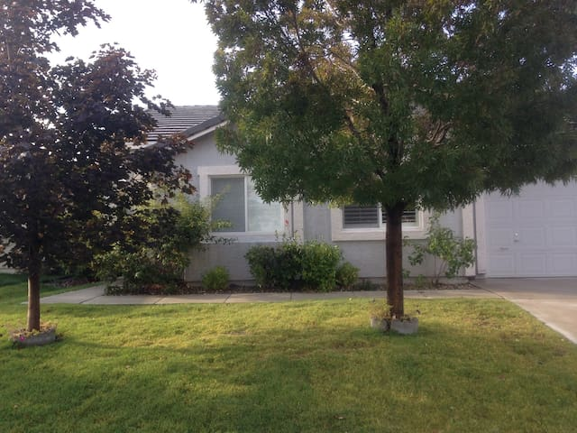 Beautiful Home, Private bed and bath, LOCATION!! - Reno - Ház
