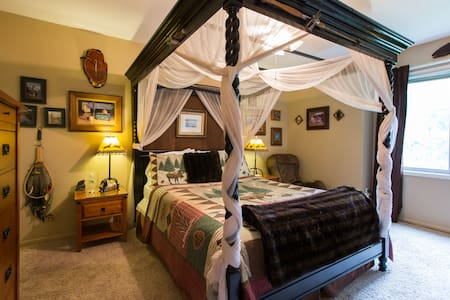 PEACEFUL HAVEN B&B - Lodge Room - Des Moines