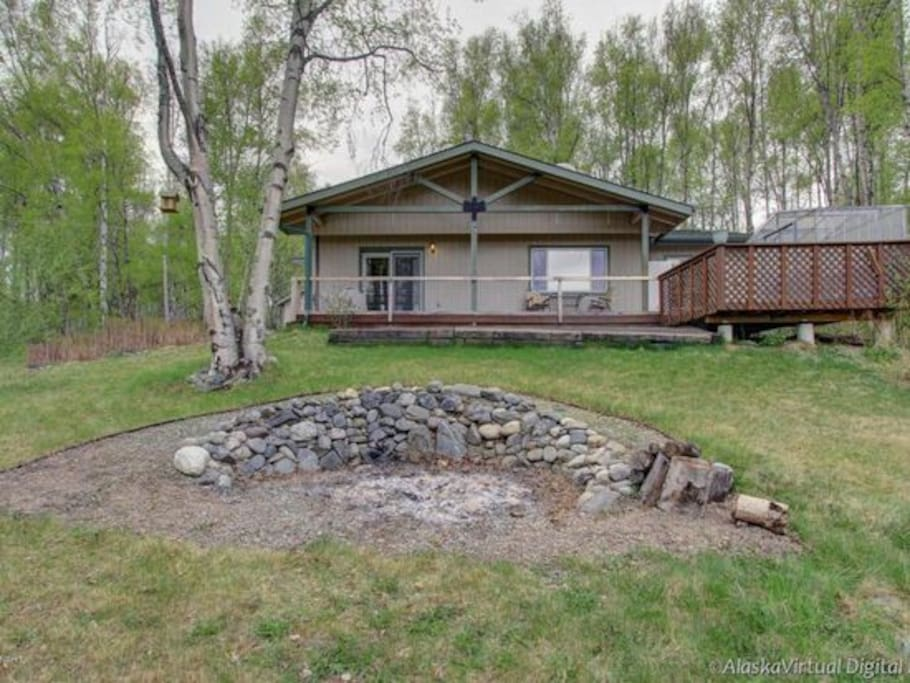 2BR home w/outdoor firepit