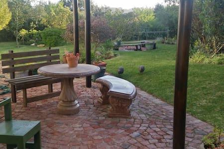 Very sunny private entrance bedsit - Sedgefield - Apartamento