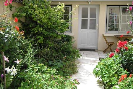 La Petite Maison dans la Croix-Rousse, Lyon centre - Lyon - Şehir evi