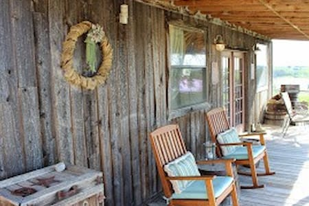 Lily Lake Vineyards B & B Saloon - Lorena - Bed & Breakfast