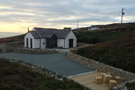 Ty Bach. Luxury at South Stack - Isle of Anglesey - 一軒家