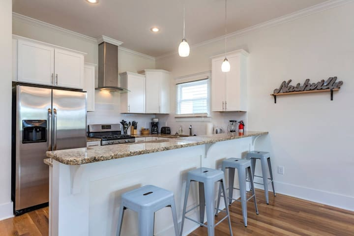 Downtown Modern Weekday Home
