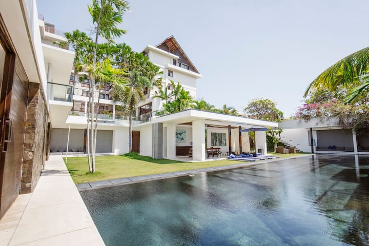 Aqua, 4 Bed Luxury Villa, Car+Driver+Chef,Seminyak