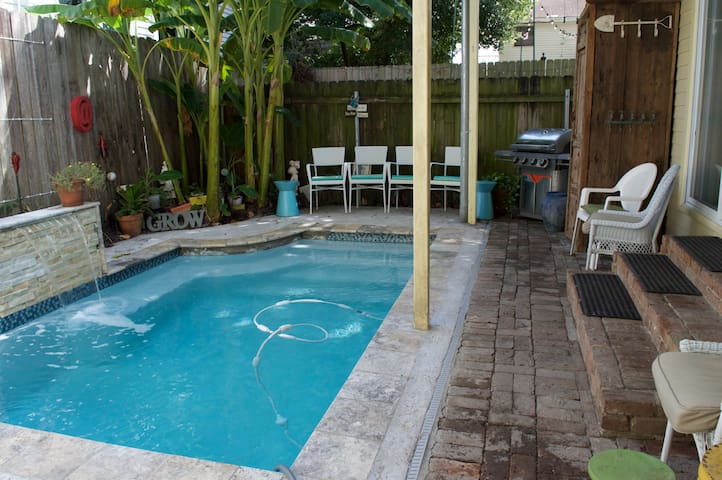 Uptown Gem ~ heated sparkling pool