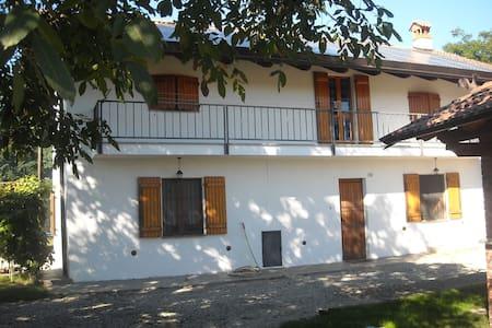 Tranquilla casa in campagna - Cavour - Casa
