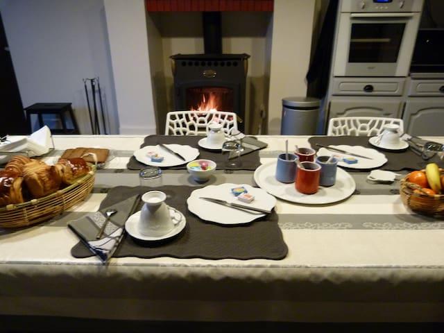Chambre d'hôte avec jacuzzi privé - Mareuil - Bed & Breakfast