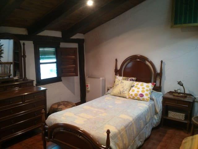 Habitación individual y espaciosa - Madrid - Bed & Breakfast
