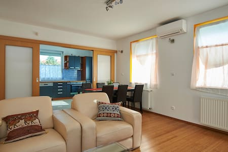 Apartment in Budapest suburbs - Budapest - Lejlighed