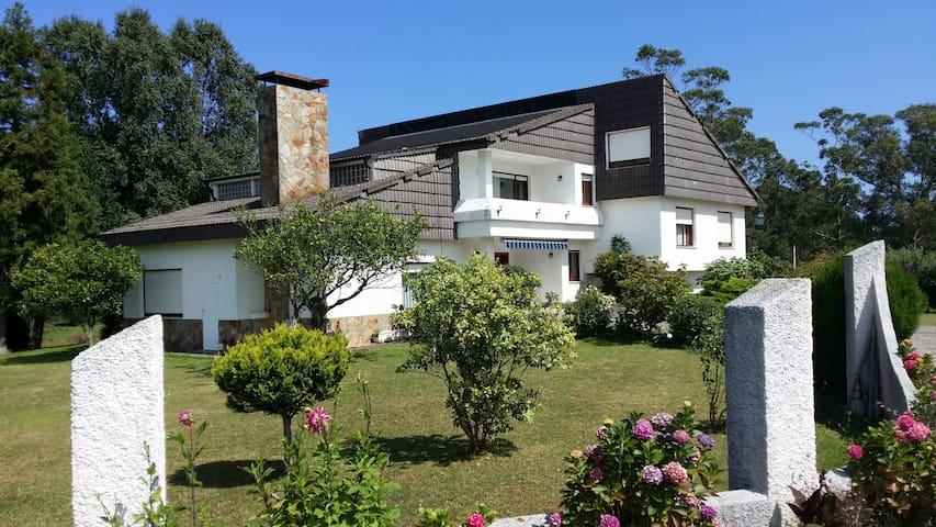 Casa moderna, en zona rural - El Franco