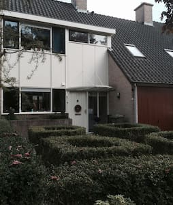 Spacious room near A'dam and beach - Heemstede - Casa