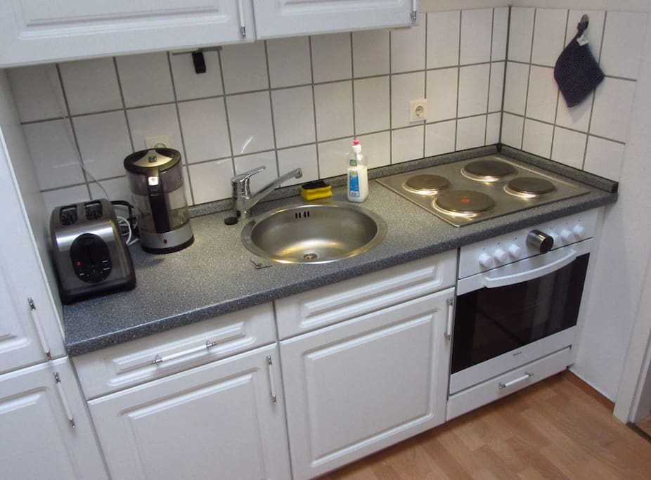 Shared kitchen with microwave, dishwasher, fridge, oven, toaster, water heater