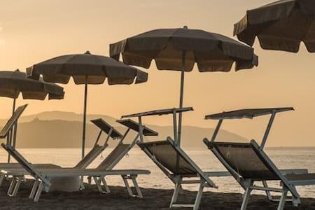 Beach-side with pool-Salina C apt. - Terme Vigliatore - アパート