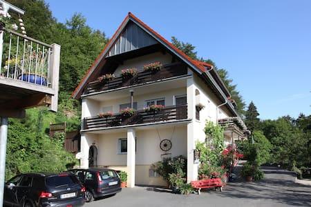 """Ferienwohnung """"Kirschgarten"""" - Egloffstein"""