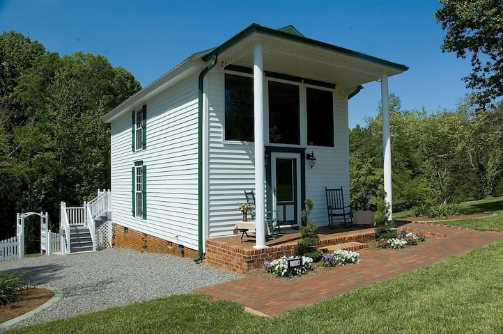 Aquilla Creek Cottage - East Bend - Srub