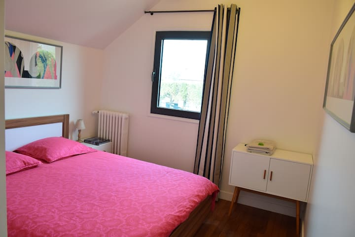 NICE BEDROOM WITH PRIVATE BATHROOM - Carrières-sur-Seine - 一軒家