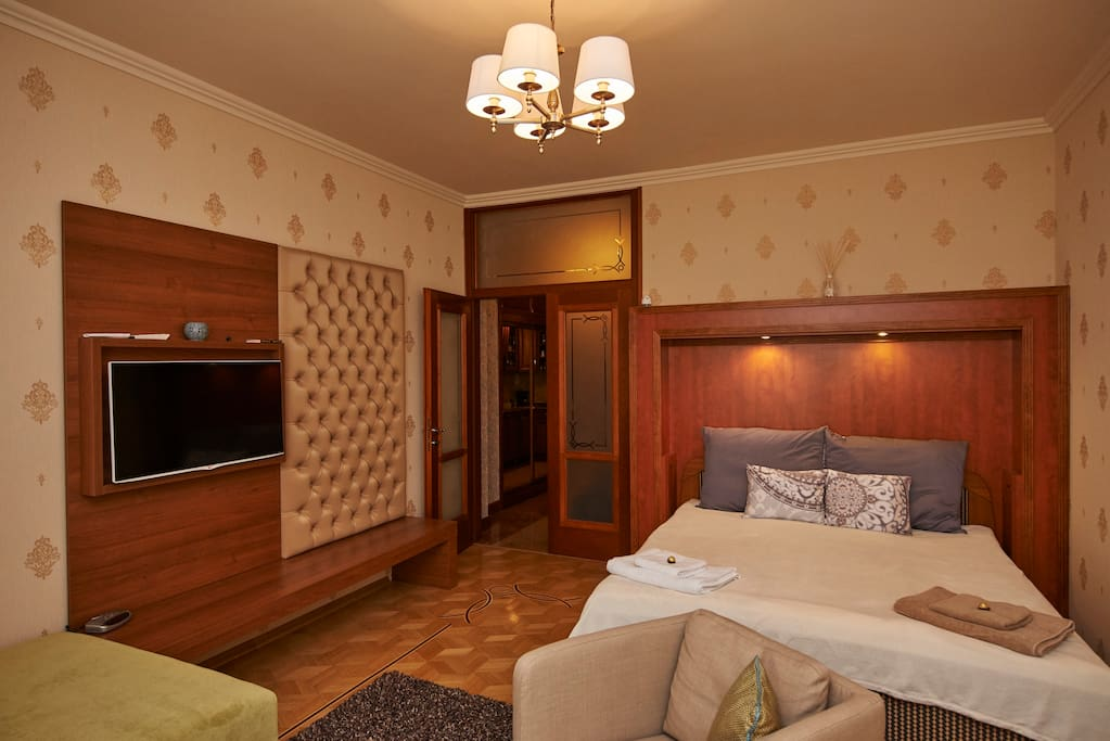 Your perfect stay in Budapest. Comfortable double bed (180 x 200 cm)