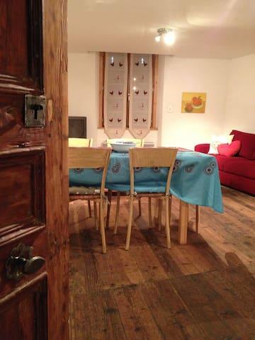 MAISON DE VILLAGE alpes du sud - Colmars - Apartamento