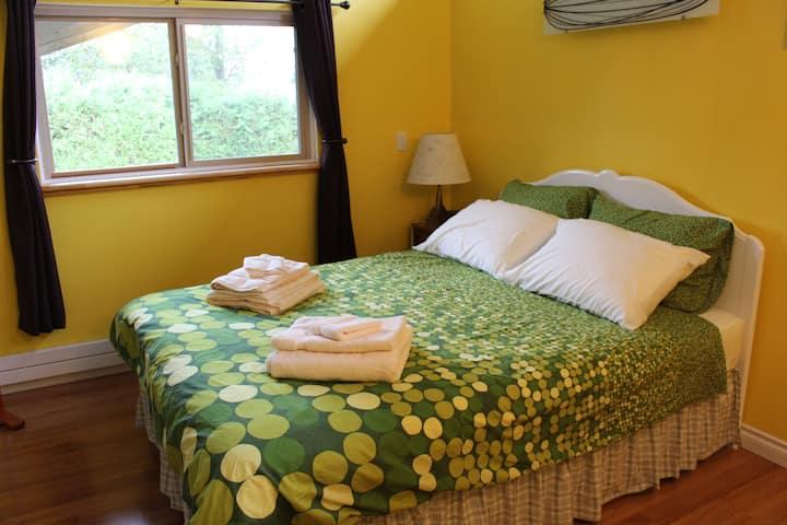 Hilltops -The Lemon Room