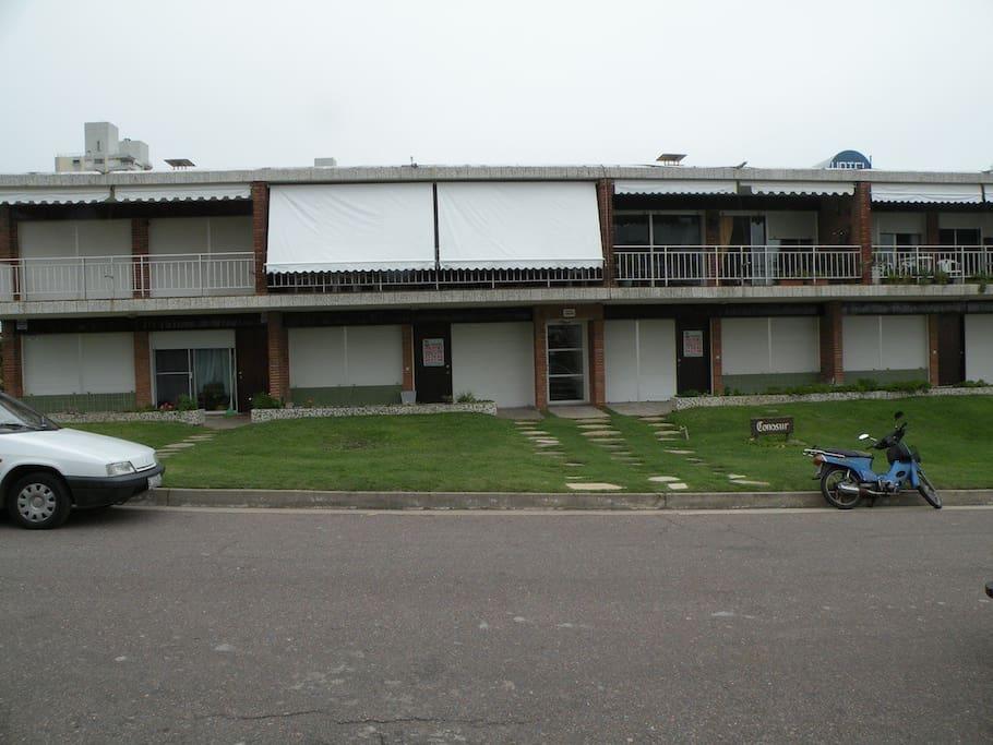 Edificio pequeño con pocos apartamentos, zona tranquila Small building with few apartments, quiet zone