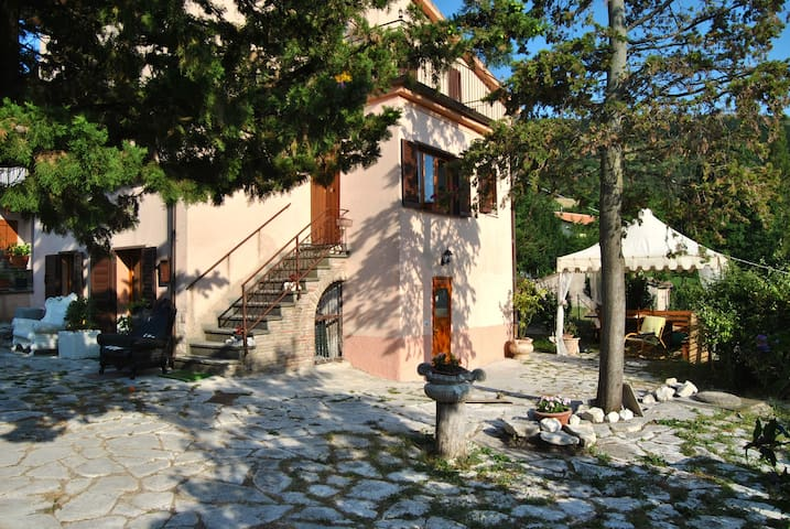 RELAXING MOUNTAIN RETREAT IN UMBRIA - Campitello - Casa de camp